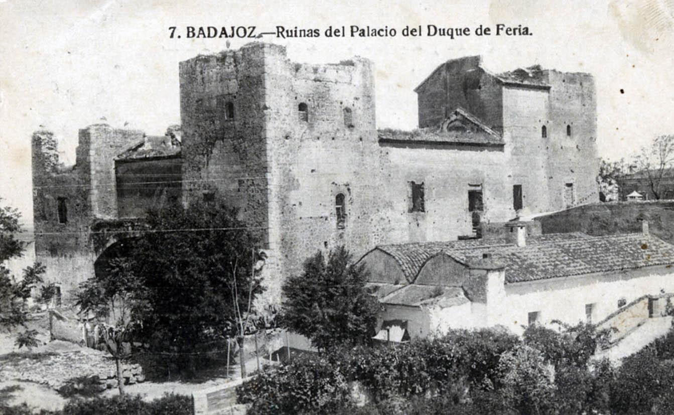 Lámina 3. Las ruinas del palacio, atribuido al duque de Feria, en una postal editada en torno a 1920.