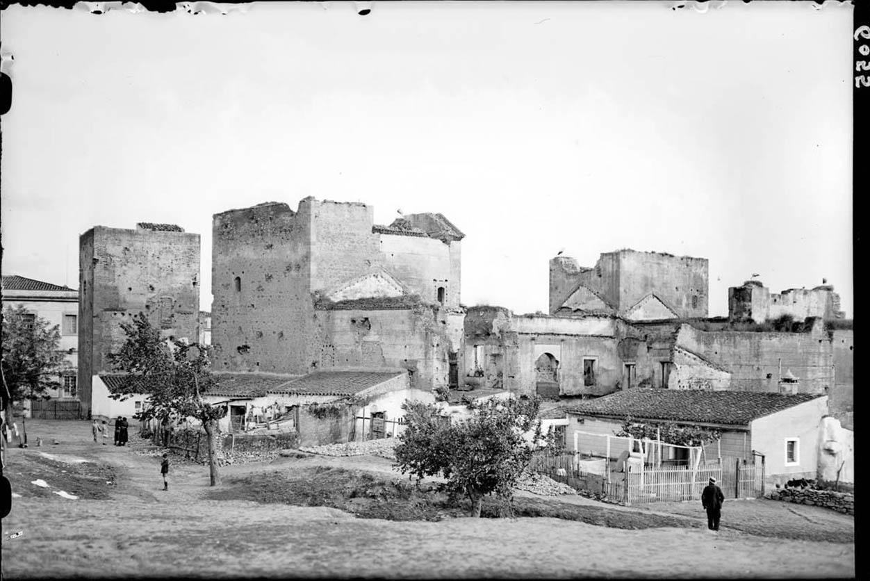 Lámina 4. Castillo de Badajoz. António Passaporte, hacia 1934.