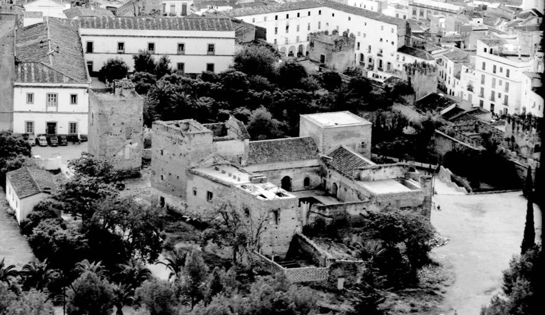 Lámina 5. El palacio durante su restauración. 1976. Fotografía: Servicio Histórico y Cartográfico del Ejército del Aire (SHYCEA).